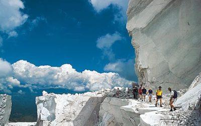 Tour door het marmer van Carrara