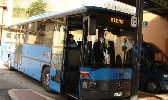 Per bus door Toscane